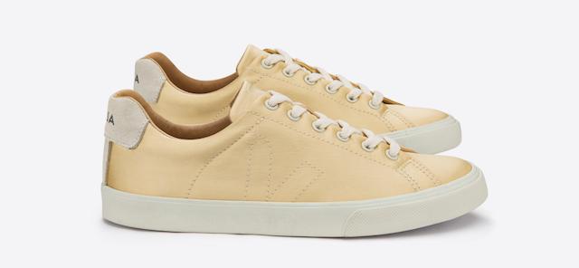 naturseide-veja-sneaker-esplar-fabric-silk-gold
